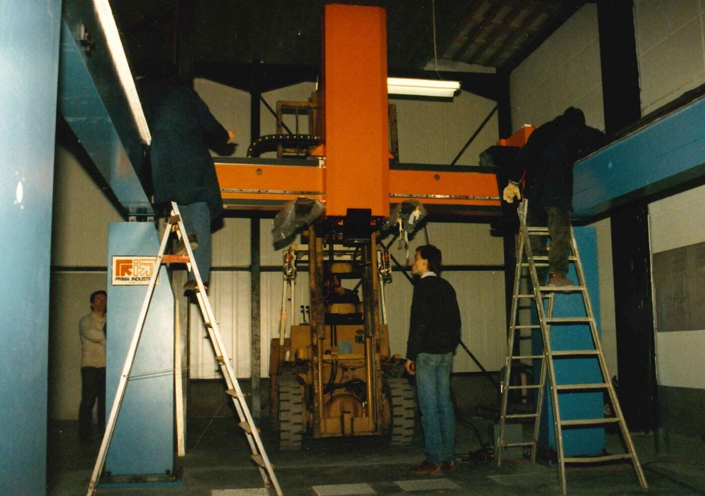 1989: THE ASSEMBLY OF THE 5-AXIS LASER IN 1989