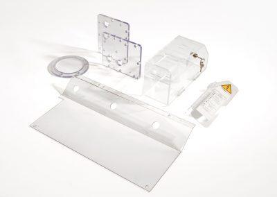 Technische stukken, schermen en machinekappen worden vaak in PET of PC gemaakt.